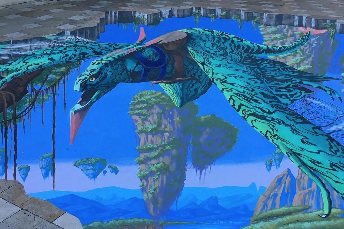 Avatar-themed street art in Coconut Grove's CocoWalk