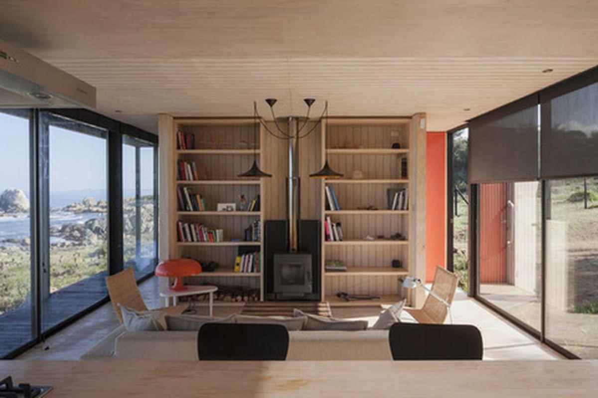"Photos courtesy of <a href=""http://http://www.felipeassadi.com/"">Felipe Assadi Architects, by </a><a href=""http://www.fernandoalda.com/"">Fernando Alda</a> via <a href=""http://www.designboom.com/architecture/felipe-assadi-arquitectos-casa-remota-remo"