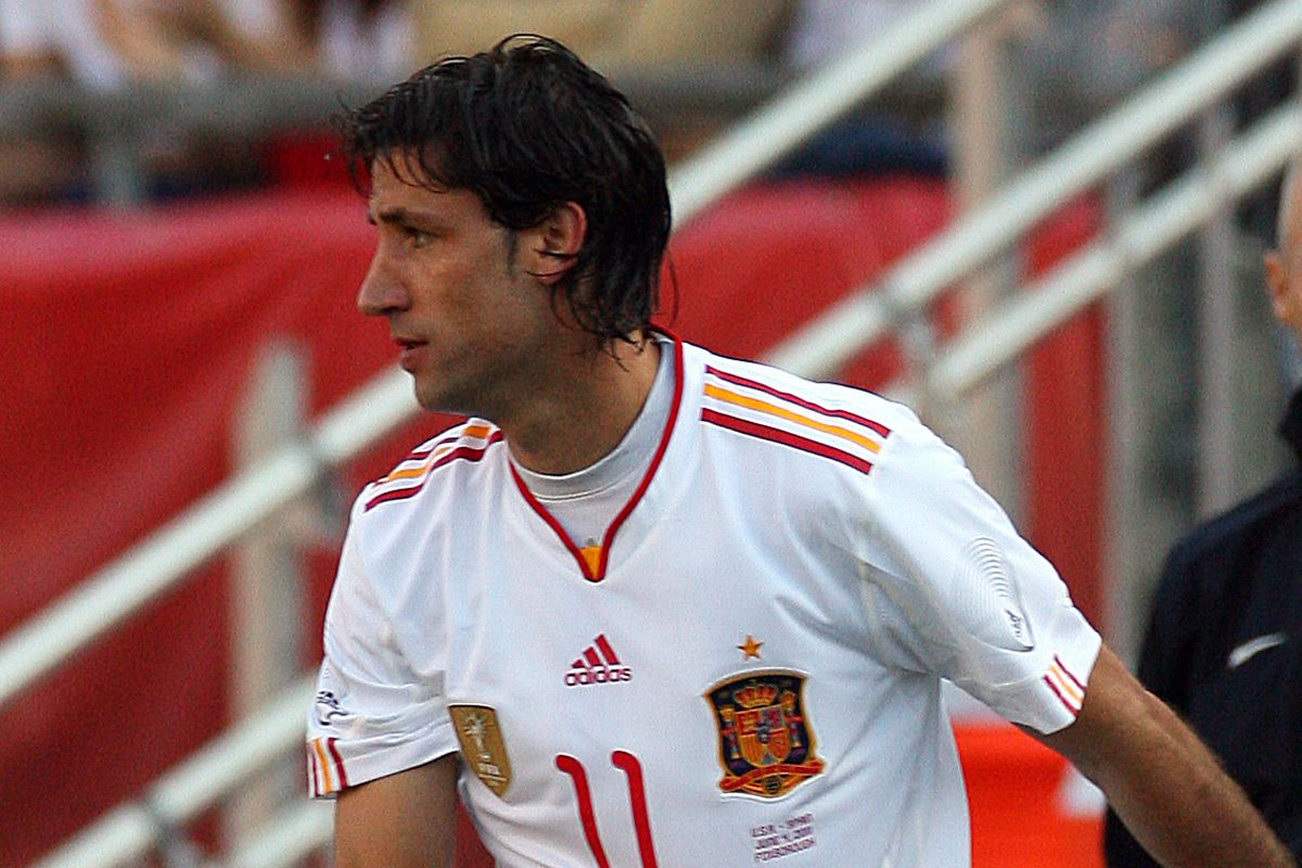 Capdevila in action for Spain against the U.S., summer 2011