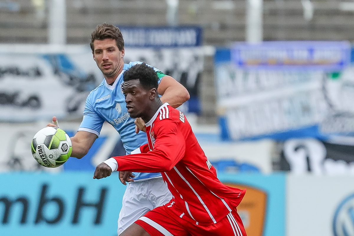 Jan Mauersberger of 1860 Muenchen and Kwasi Okyere Wriedt of Bayern Muenchen battle for the ball during the match between TSV 1860 Muenchen and Bayern Muenchen II at Stadion an der Grünwalder Straße on October 22, 2017 in Munich, Germany.
