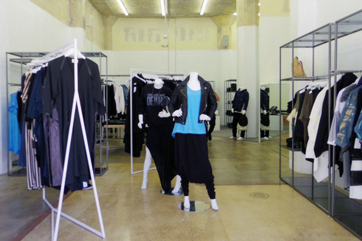 """Oak's first <a href=""""http://la.racked.com/archives/2014/03/17/oak_nycs_minimalist_and_monochrome_mecca_opens_in_dtla.php"""">LA outpost</a> in Downtown."""