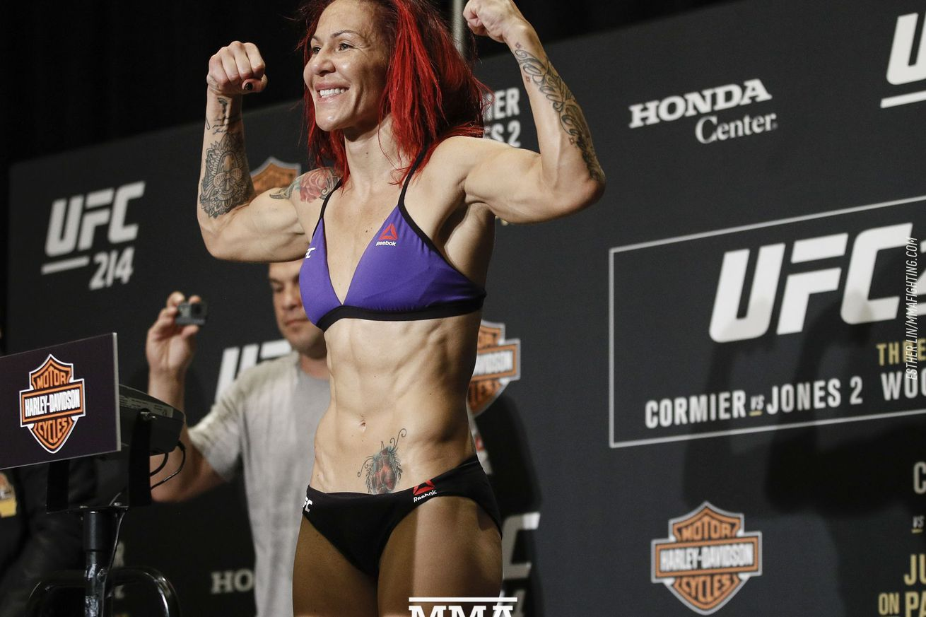 community news, UFC 214 results: Cris Cyborg finishes Tonya Evinger, claims UFC featherweight title