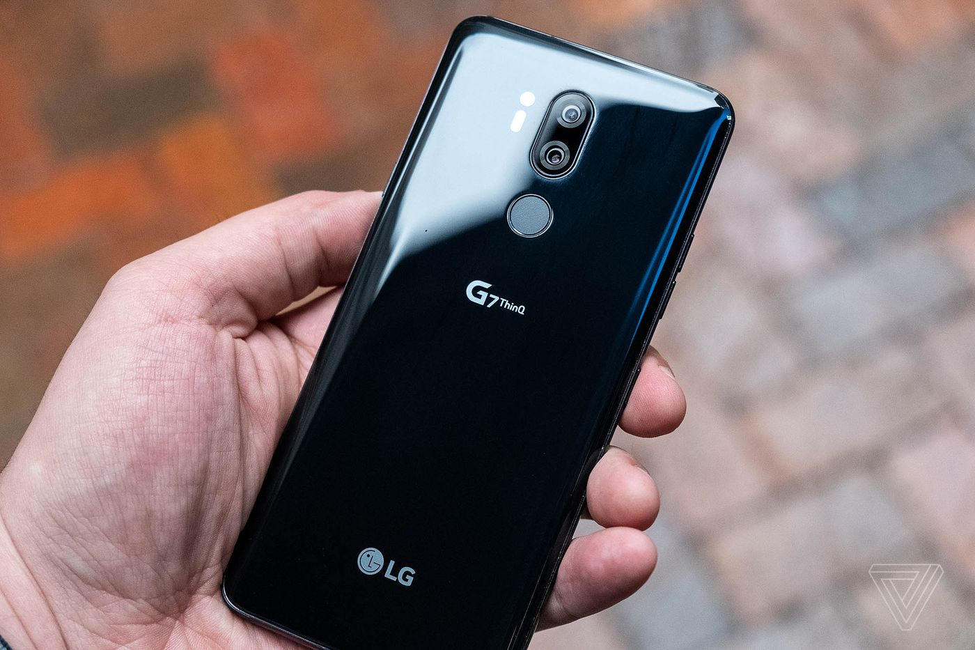 LG G7 ThinQ review: a big price for small improvements - The Verge