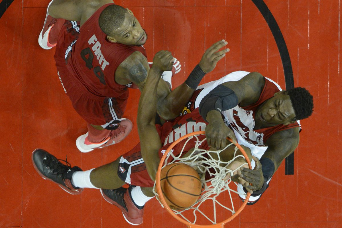 Louisville-Western Kentucky Preview: Cards Look For 6th ...