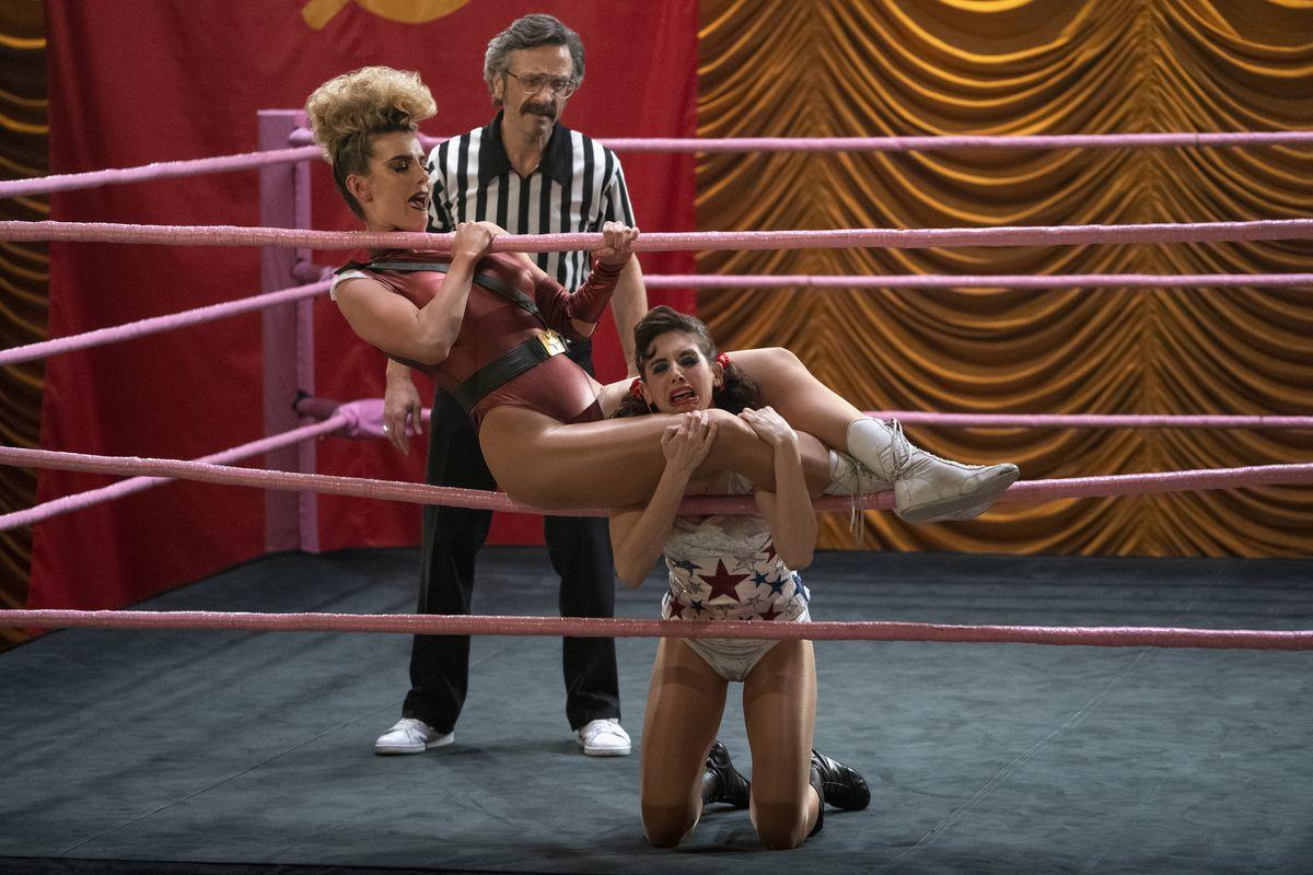 Debbie and Ruth fight in GLOW season 3 in Vegas