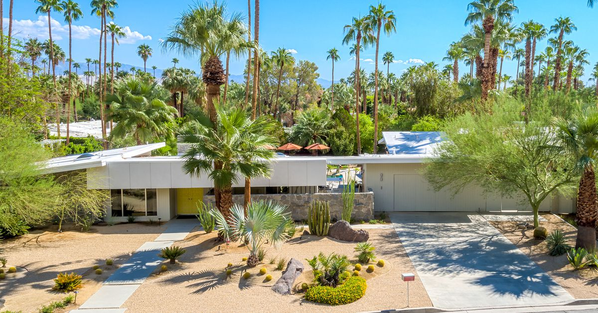 Palm springs midcentury modern homes for sale and rent for Palm springs condos for sale zillow