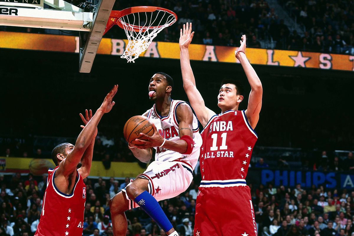 McGrady drives to the basket