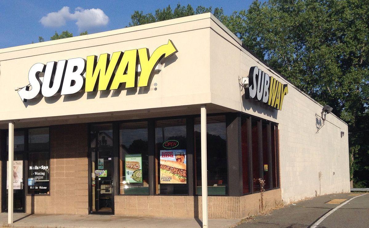Subway sandwich shop exterior