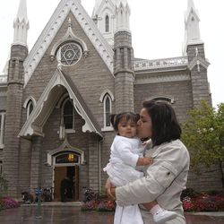 Hali Equizabal from Guatemala kisses her daughter Gwendolyn outside the Assembly Hall on Temple Square in 2009.