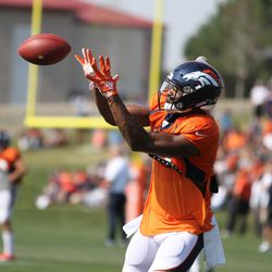 Broncos WR Courtland Sutton looks to receive the pass.