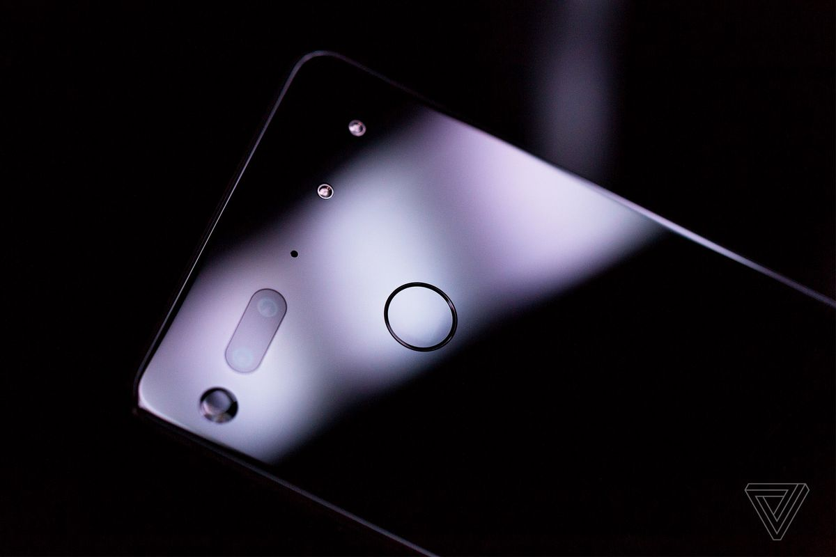 Essential Phone price drops to $499, but not for long
