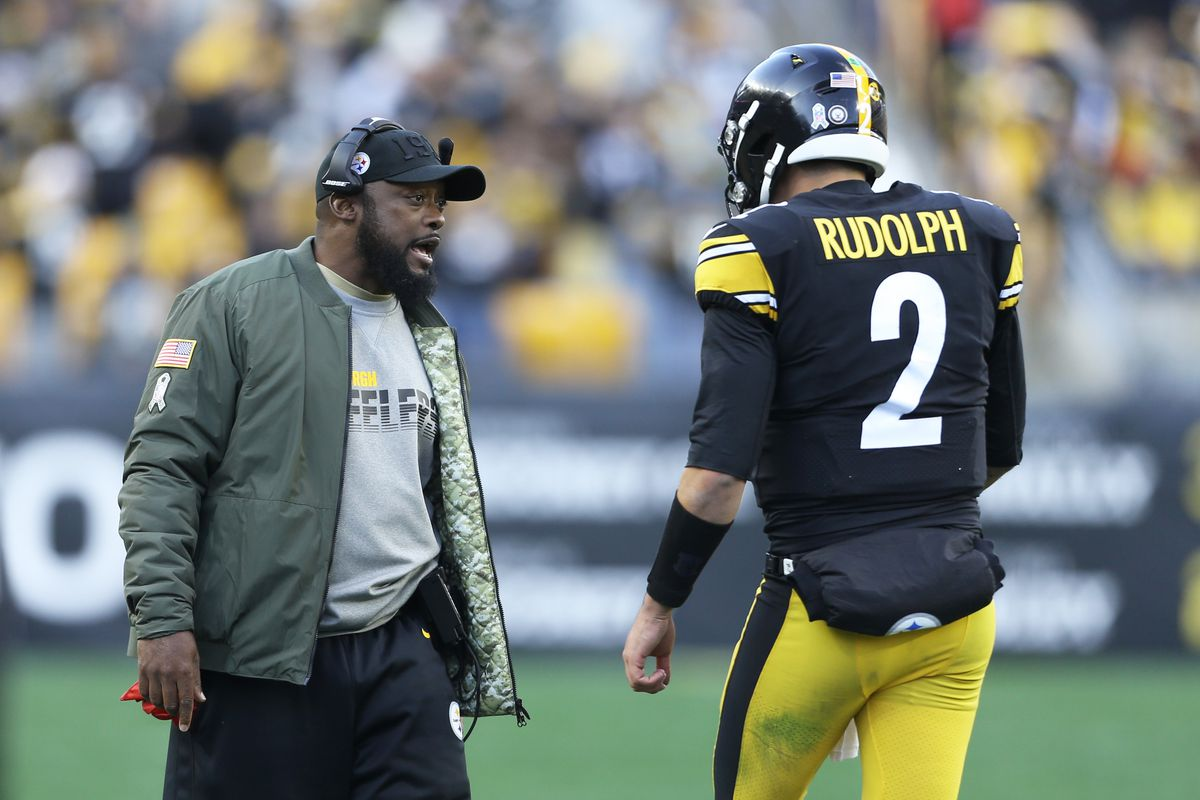 Pittsburgh Steelers head coach Mike Tomlin talks with quarterback Mason Rudolph on the sidelines against the Indianapolis Colts during the third quarter at Heinz Field.
