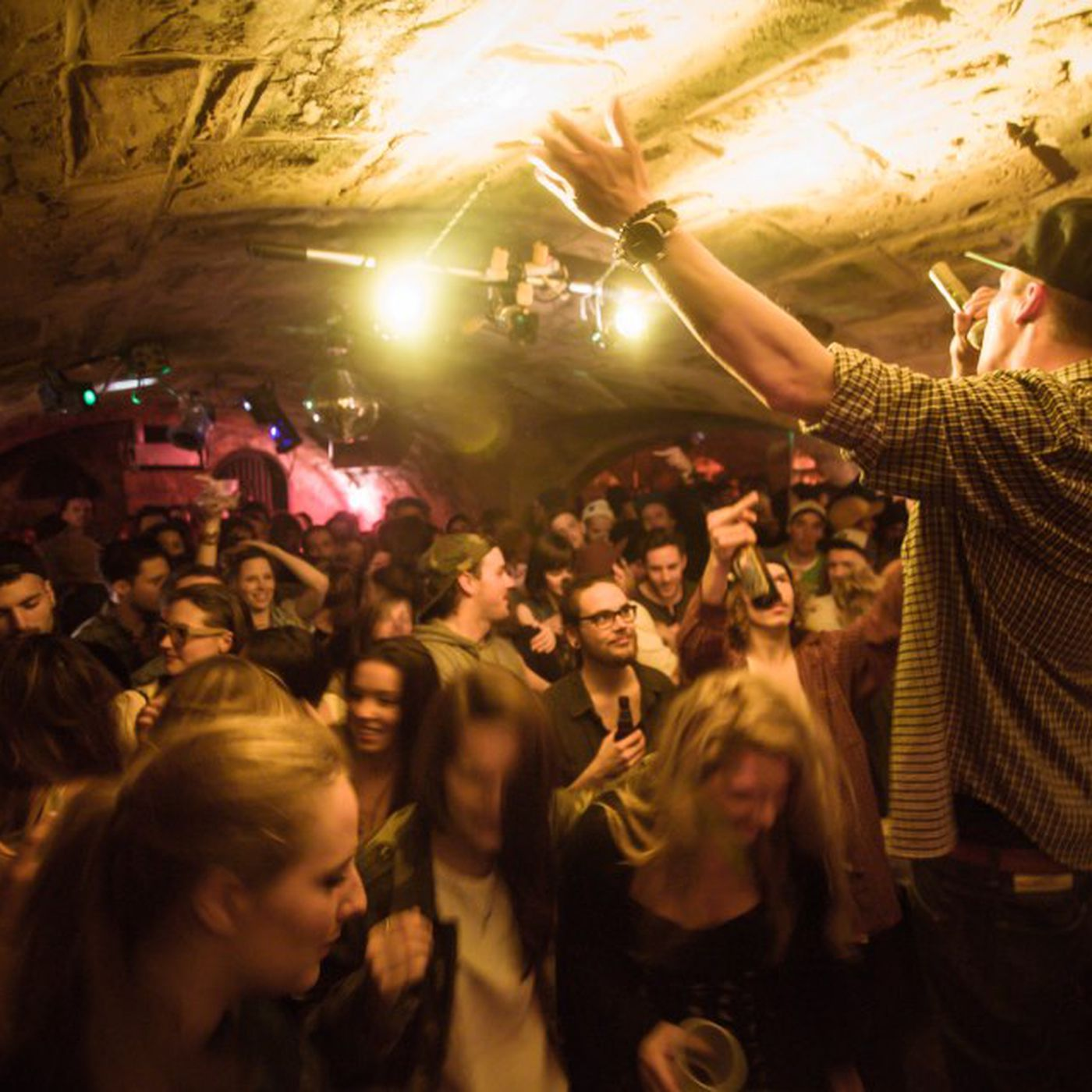 Montreal Bars Makeover Includes Unprecedented Smartphone Ban