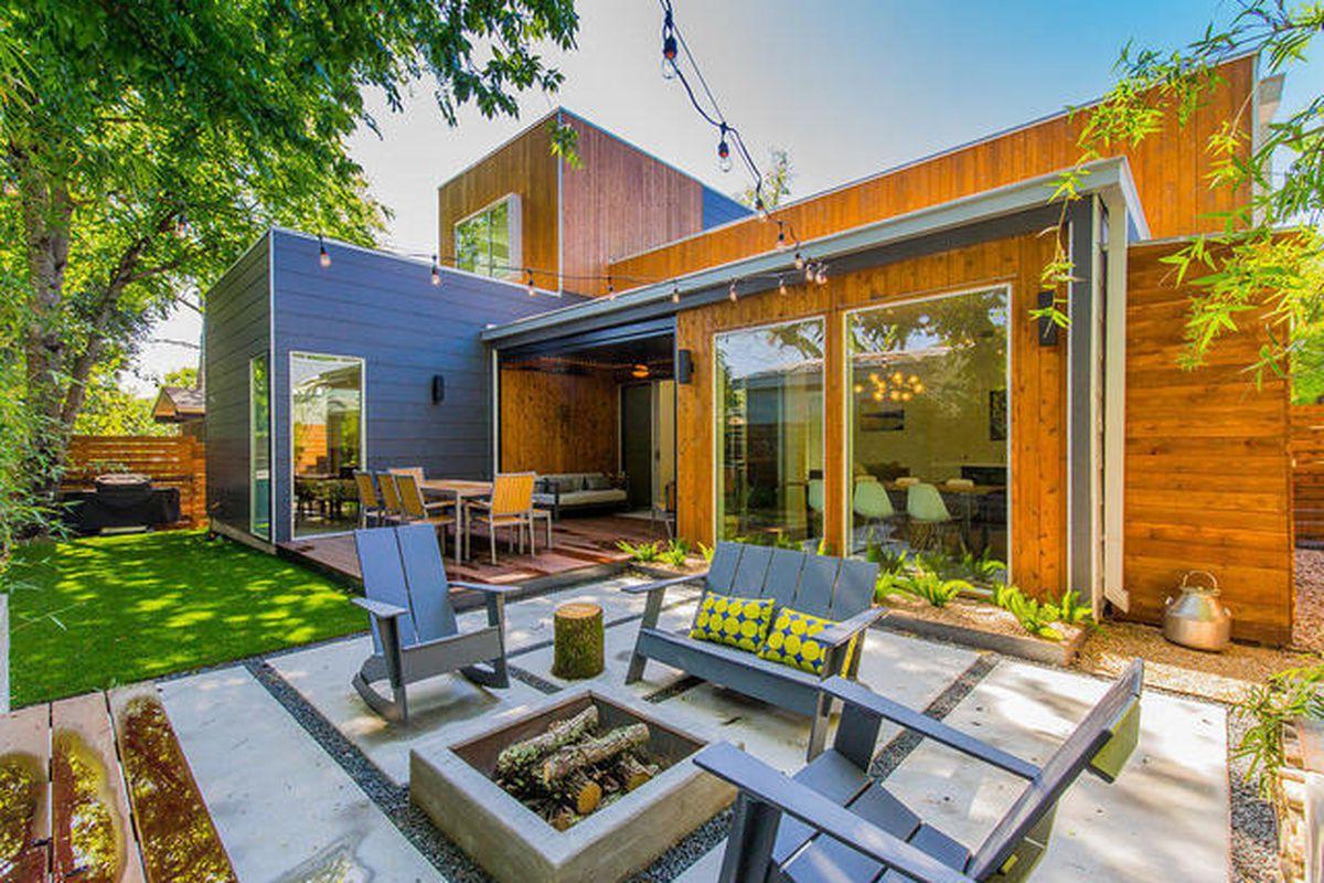 Mod zilker contemporary asks 1 1m curbed austin for Contemporary homes for sale in austin