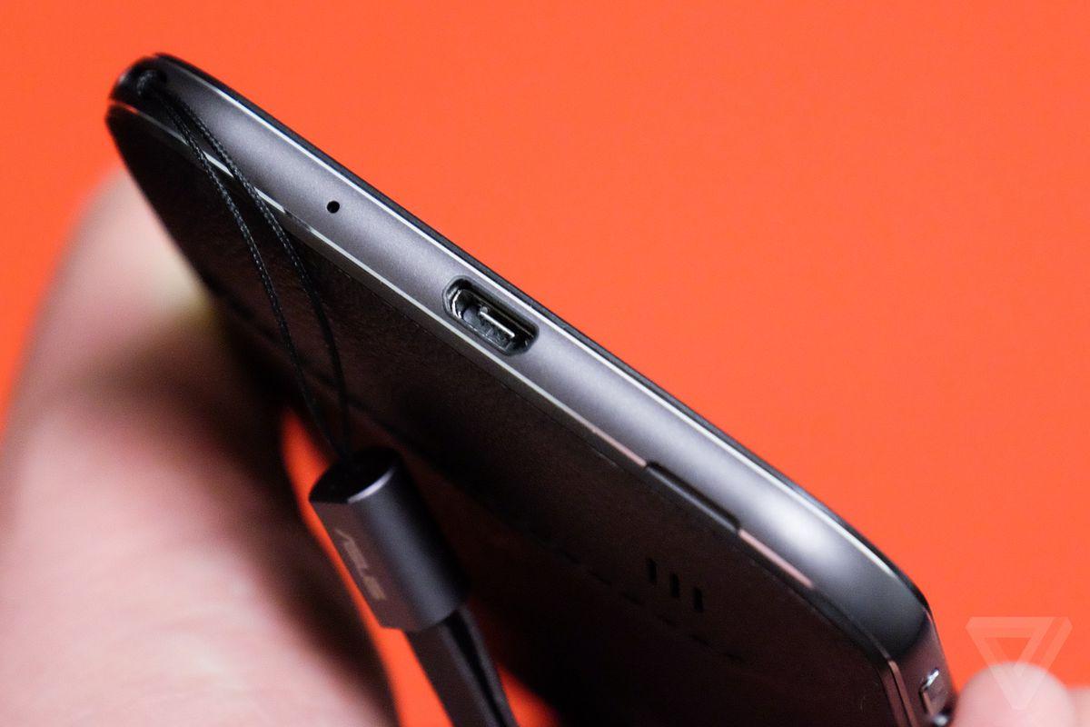 ZenFone-Zoom-Review-03-Verge-Welch