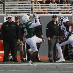 Antoine Porter bringing in a catch