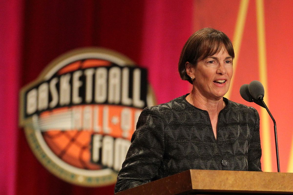 Already enshrined in the Naismith Hall of Fame, Stanford Cardinal coach Tara VanDerveer has added yet another achievement to an impressive career.