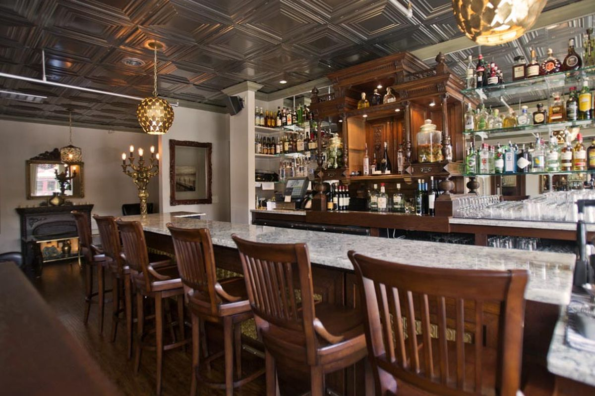 The Tin Lizzie Lounge