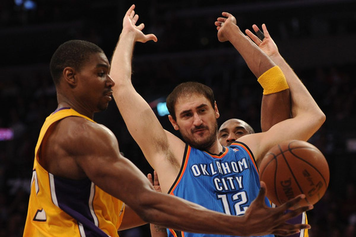 Bynum: Sir, is this YOUR ball? Krstic: I swear, it's not mine!