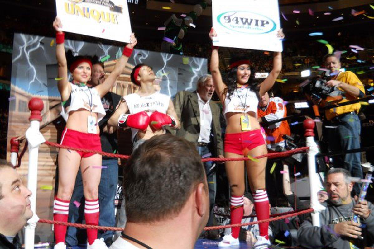 "via <a href=""http://cbswingbowl.files.wordpress.com/2012/02/kobayashi-entourage-13.jpg?w=600"">cbswingbowl.files.wordpress.com</a>"