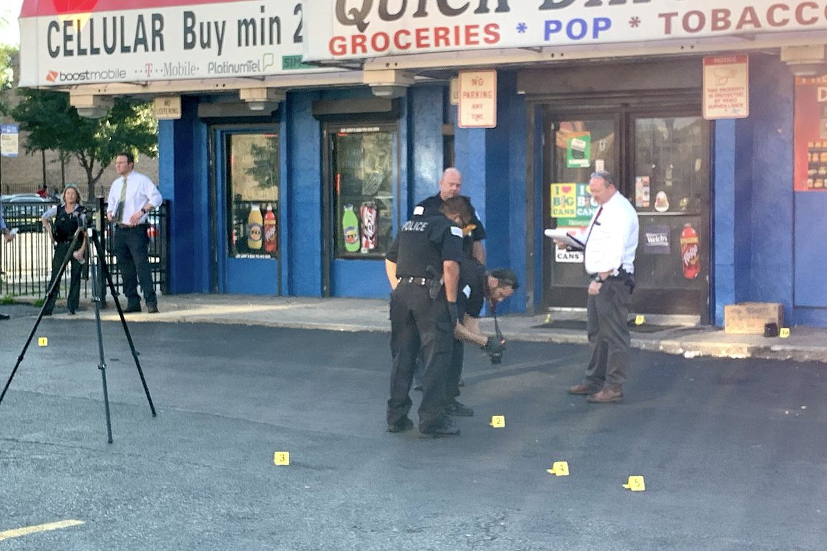 Police investigate the scene of a shooting where four men were shot in front of a West Garfield Park store on Sept. 18, 2019. | Jake Wittich/Sun-Times