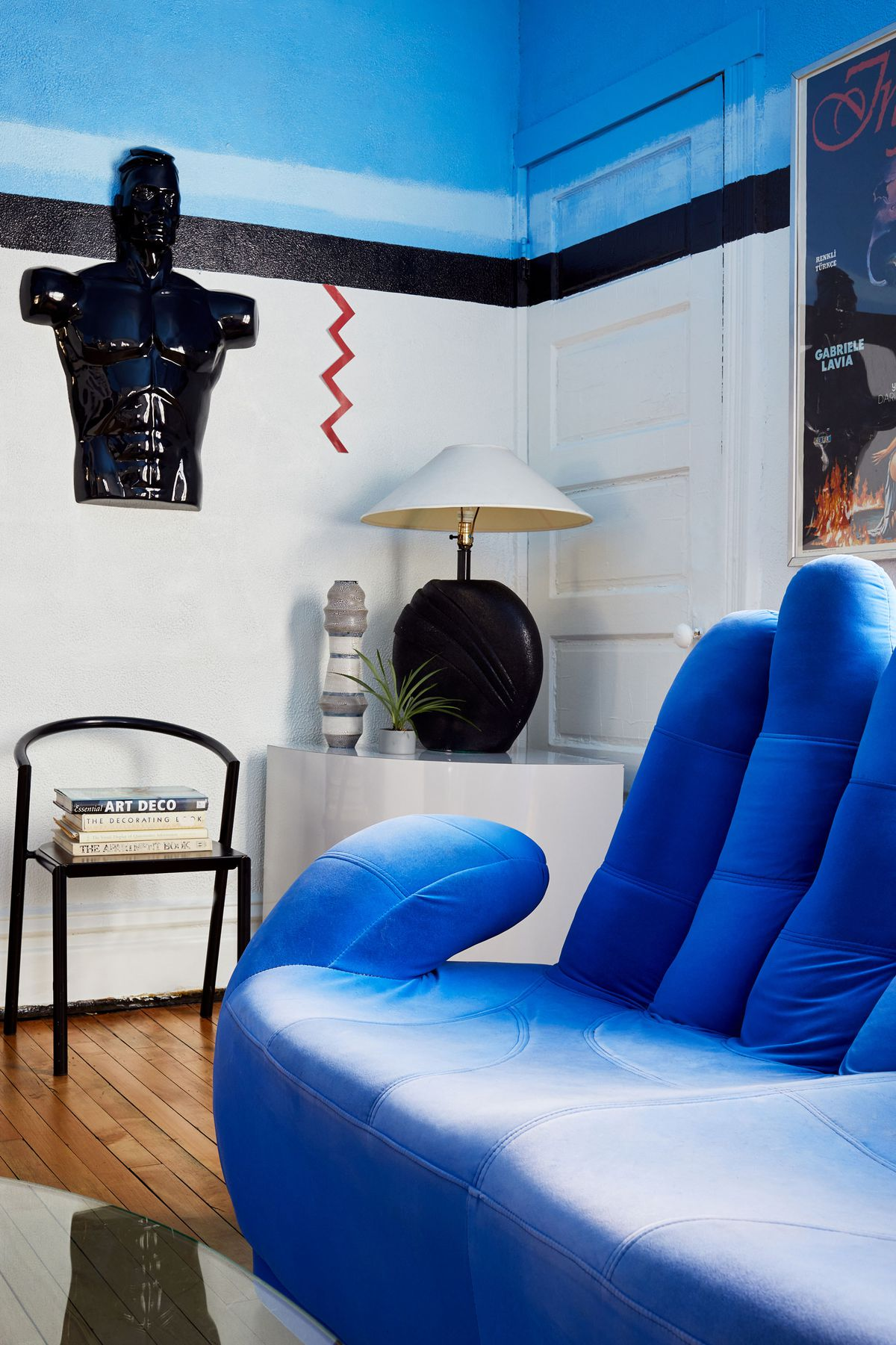 Chicago cottage in Bridgeport renovated into '80s ...