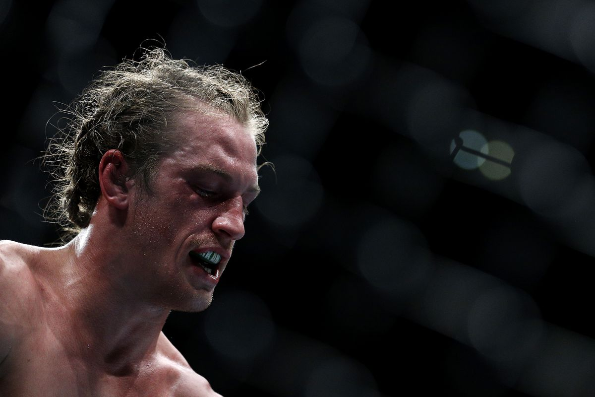 Morning Report: UFC's Thomas Gifford responds to claims his corner should've stopped the fight: 'I've been al…