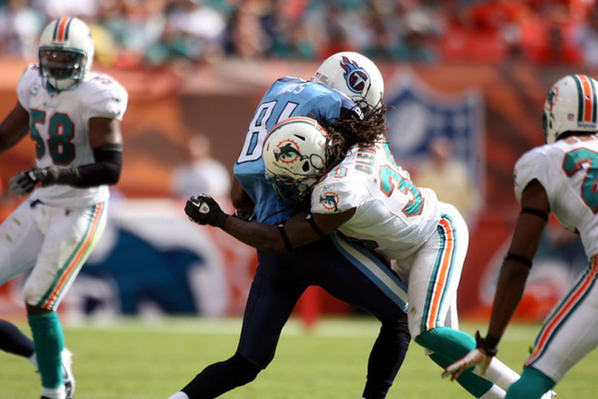 Will the Dolphins kick the tires on Randy Moss?