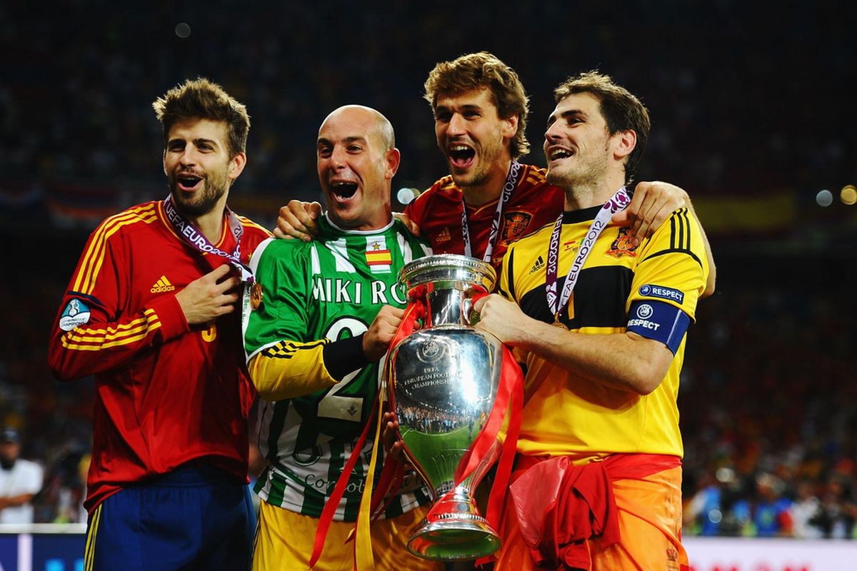 KIEV, UKRAINE - JULY 01:  Players from all over Spain collaborated to win Euro 2012 glory. Could a localized team achieve that?  (Photo by Laurence Griffiths/Getty Images)