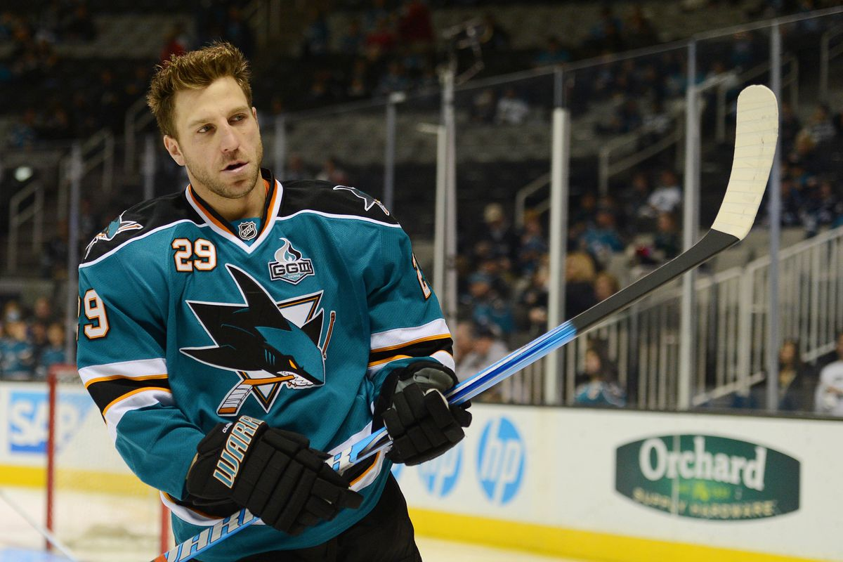 The New Jersey Devils signed Ryane Clowe to a big contract.