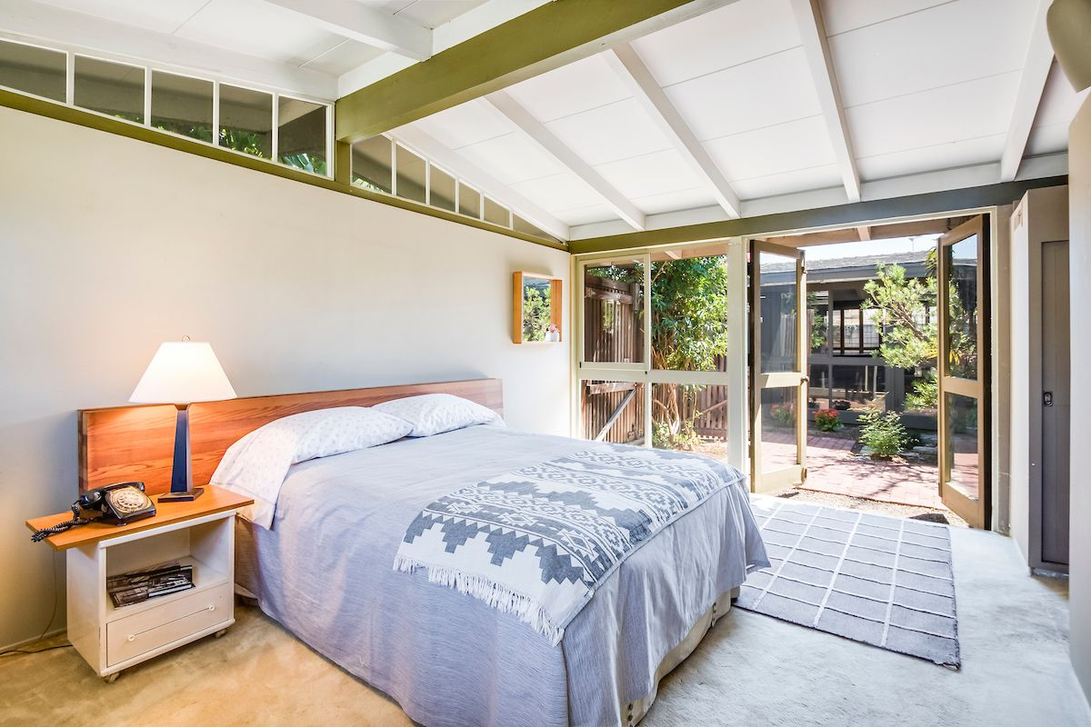 Bedroom with outdoor access