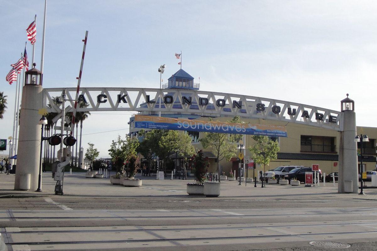 Kincaid S Oakland Palomino Sf Close Amid Chain Restaurant