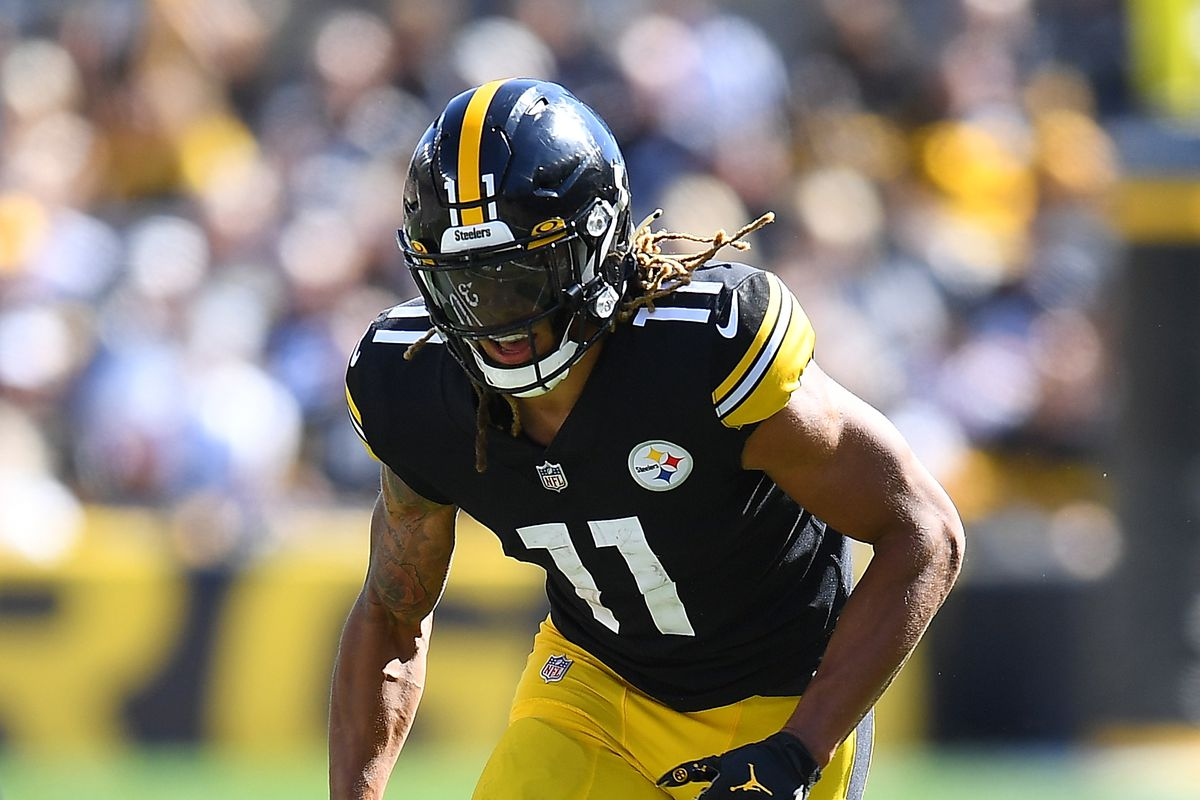 Chase Claypool #11 of the Pittsburgh Steelers in action during the game against the Cincinnati Bengals at Heinz Field on September 26, 2021 in Pittsburgh, Pennsylvania.