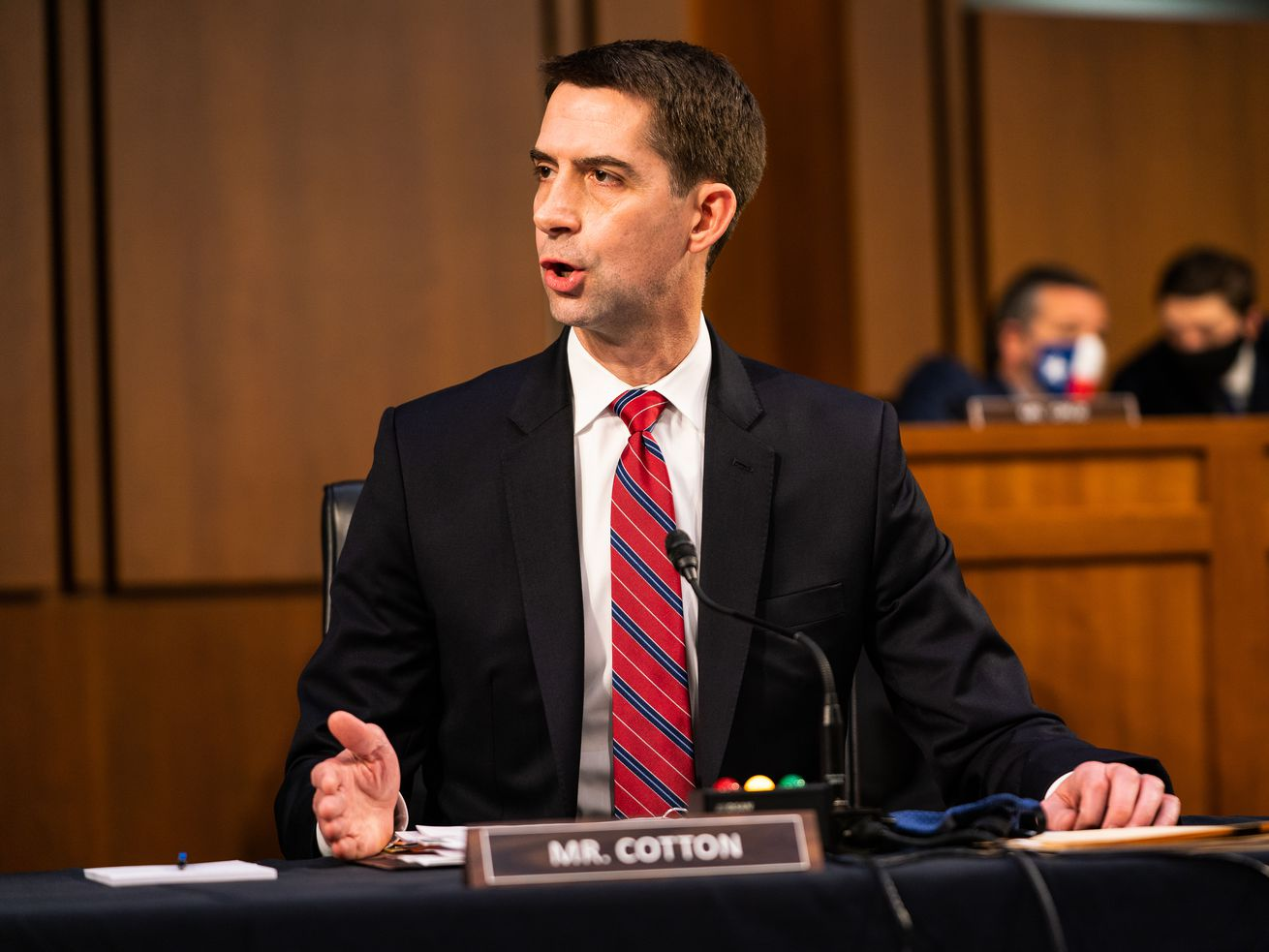 Tom Cotton et Mitt Romney proposent un salaire minimum de 10 $