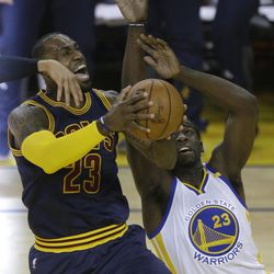 Cleveland Cavaliers forward LeBron James, left, shoots against Golden State Warriors forward Draymond Green during the first half of Game 1 of basketball's NBA Finals in Oakland, Calif., Thursday, June 1, 2017.