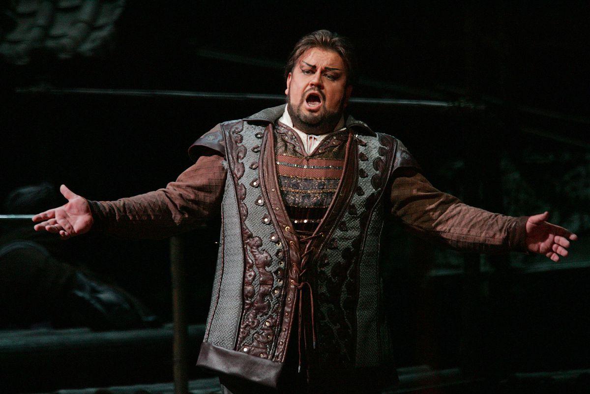 "South African tenor Johan Botha sings the role of Calaf during a dress rehearsal of Giacomo Puccini's opera ""Turandot"" at the Metropolitan Opera in New York in 2004.   AP Photo/Hiroko Masuike"