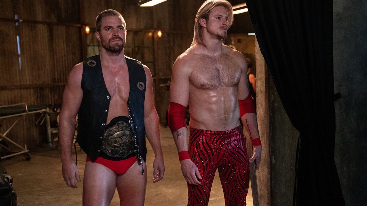 Ace Spade (Alexander Ludwig), Jack Spade (Stephen Amell) awaiting a match in Heels