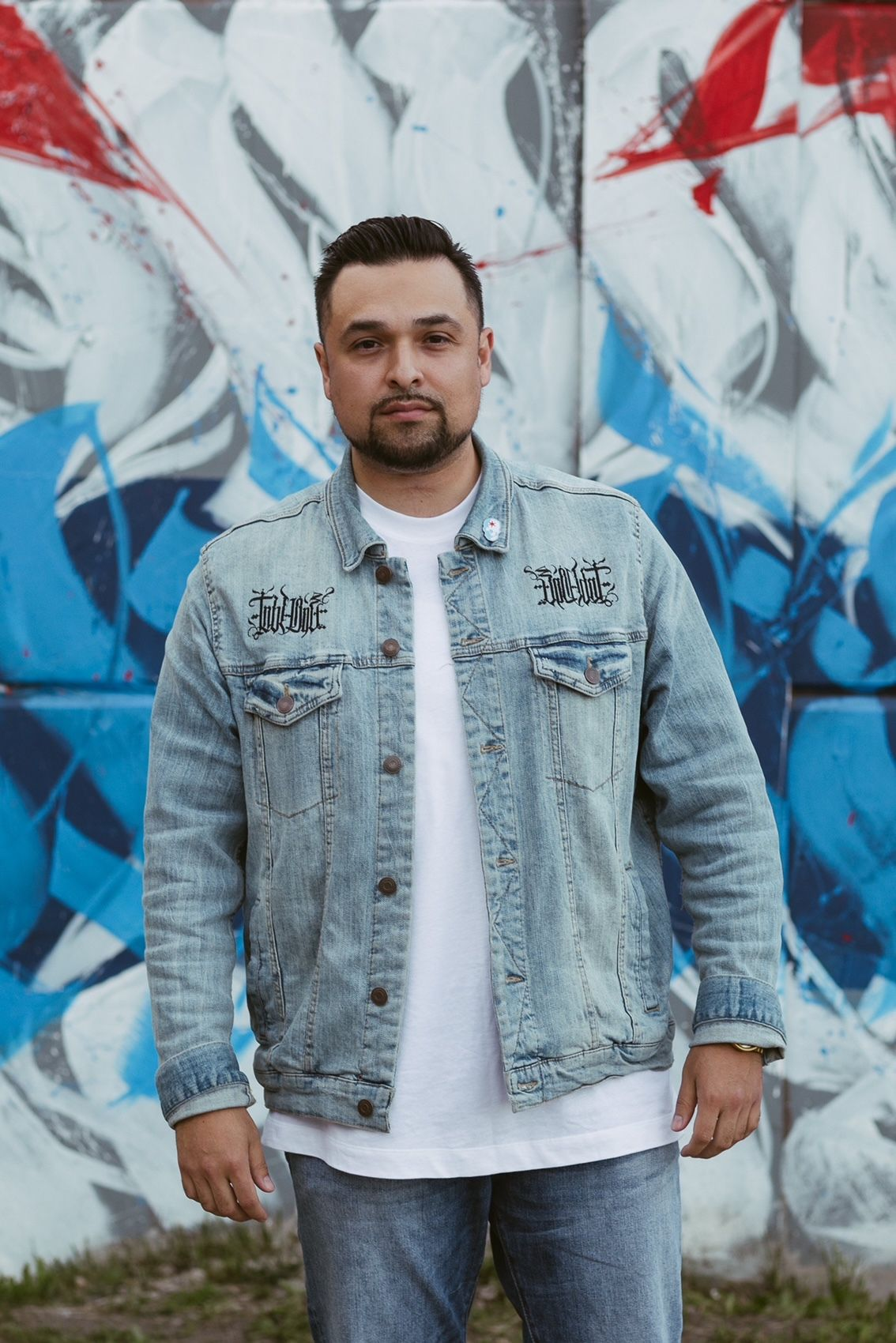 "The Chicago artist who goes by ""Tubs."" He grew up on the Southwest Side, where he embraced graffiti art at a young age. These days, he does murals and also ""gallery work"" and marketing-driven artwork for various brands."