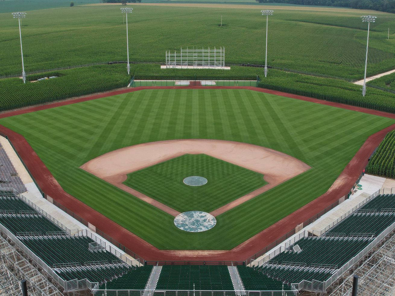 The White Sox and Yankees will play the first major-league regular-season game in Iowa on Aug. 12.