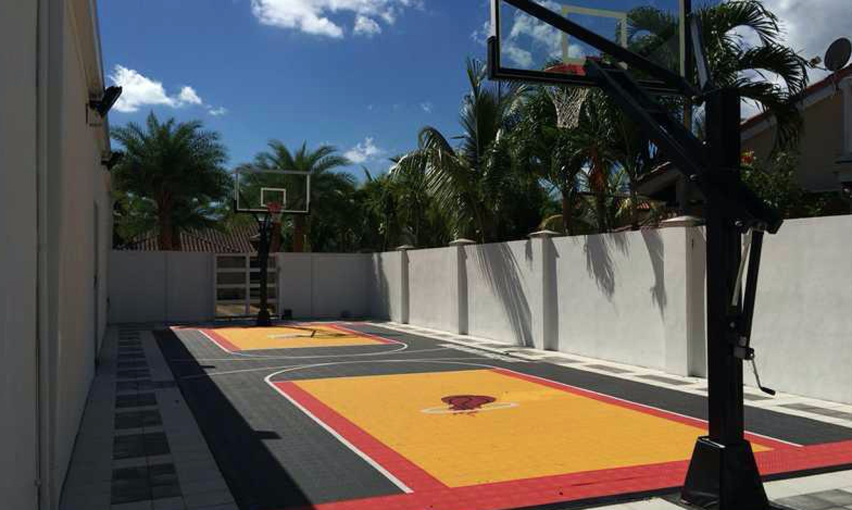Rap mogul's Hialeah mansion with Miami Heat-themed court ...