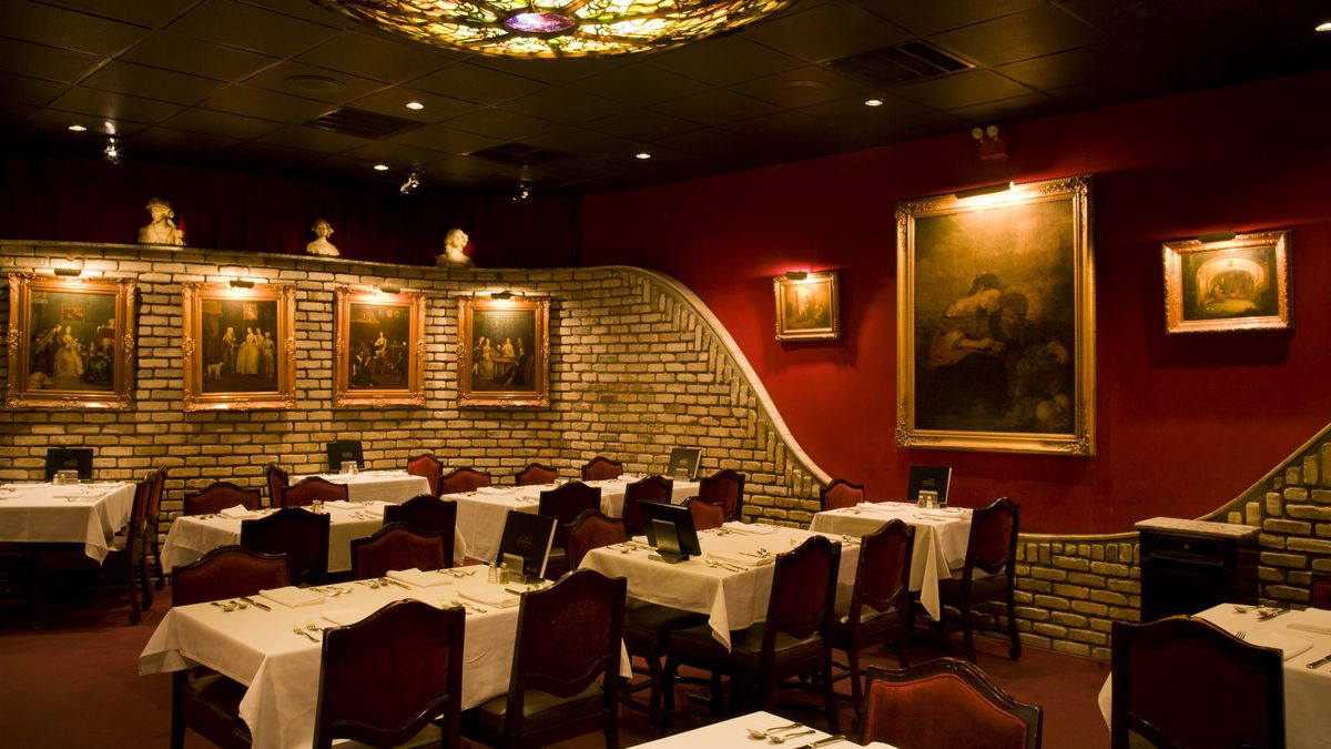 For Retro Decadence Bern S Steak House In Tampa Still Delivers