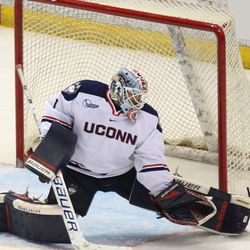 UConn's Tanner Creel (1) gets ready to make a pad save.