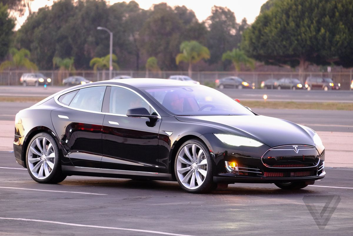 This is Tesla's D: an all-wheel-drive Model S with eyes on