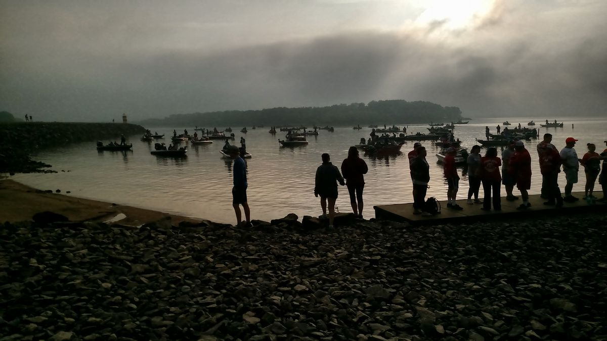 Fans, anglers and coaches lined up for takeoff in 2018 at the IHSA state finals for bass fishing on Carlyle Lake; there will be no state finals this spring. Credit: Dale Bowman