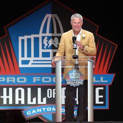 Brett Favre gives his acceptance speech at the Pro Football Hall of Fame