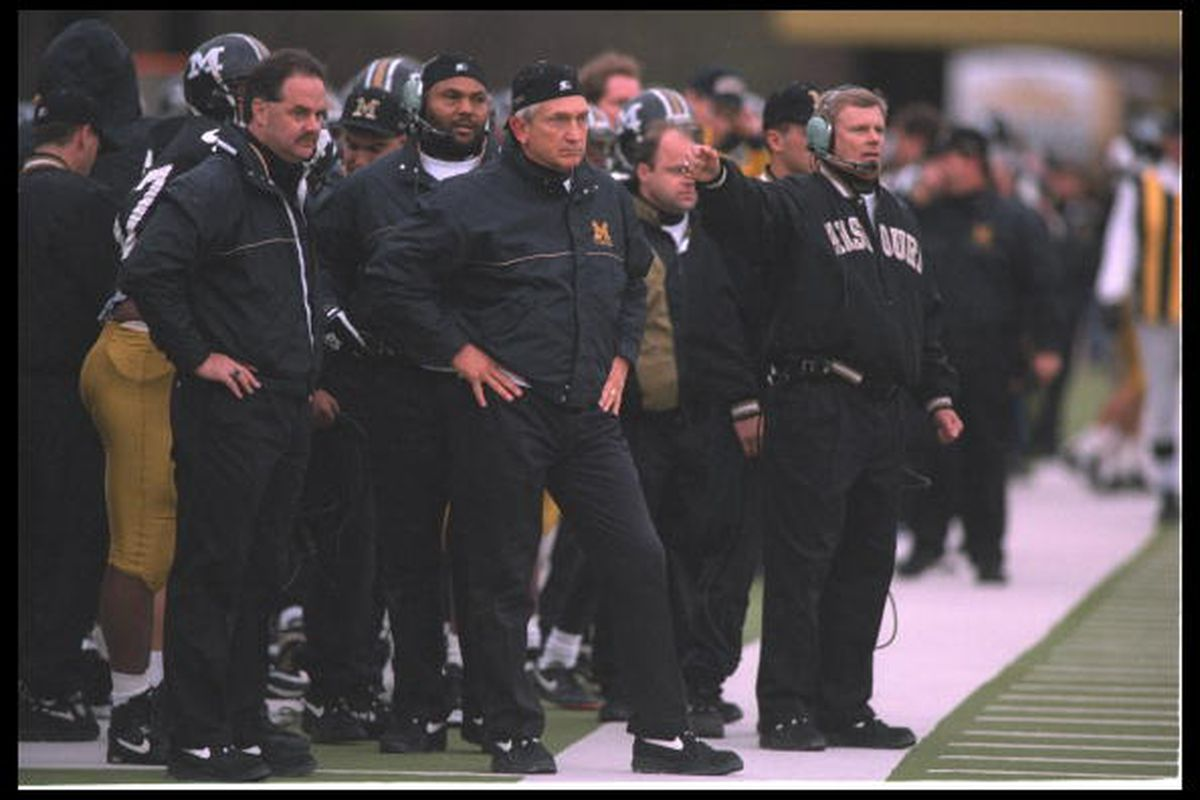 19 Nov 1994: Coach Larry Smith and company of the Missouri Tigers stand on the sideline and call the plays. Mandatory Credit: Todd Rosenberg/Allsport