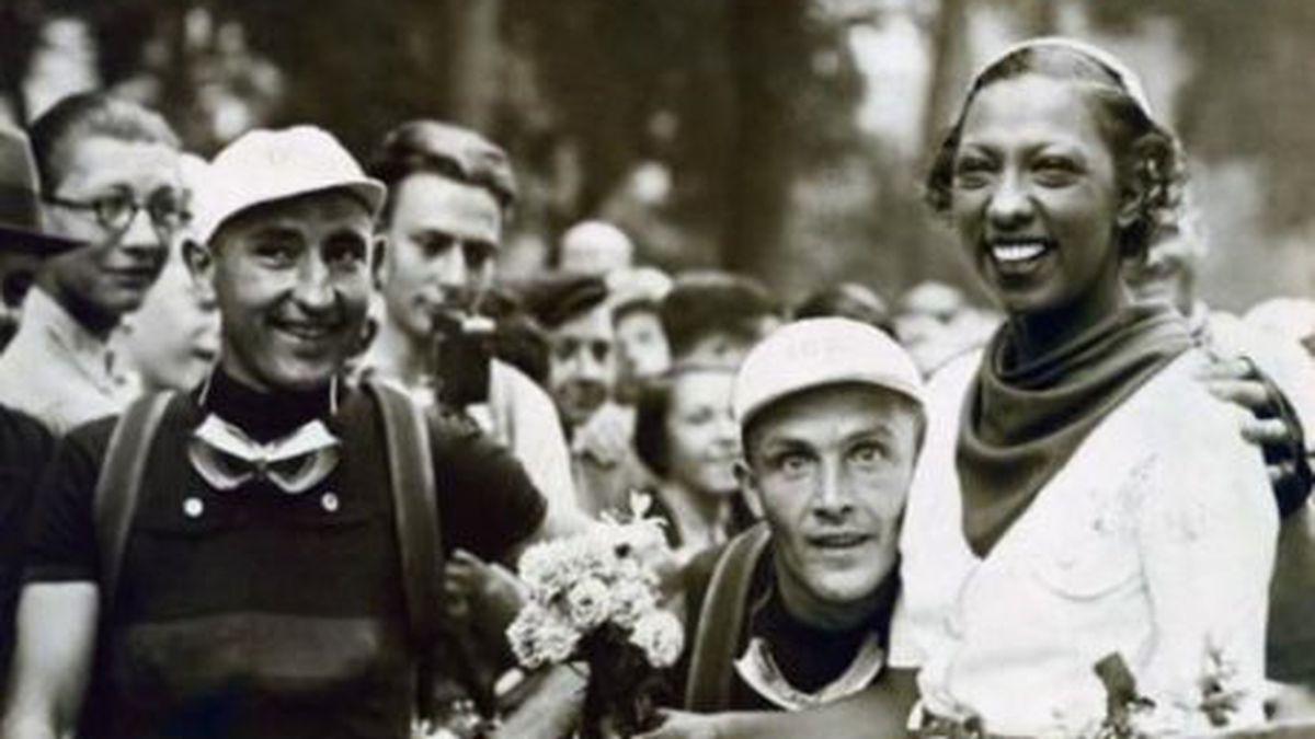 Josephine Baker at the start of the 1936 Tour de France