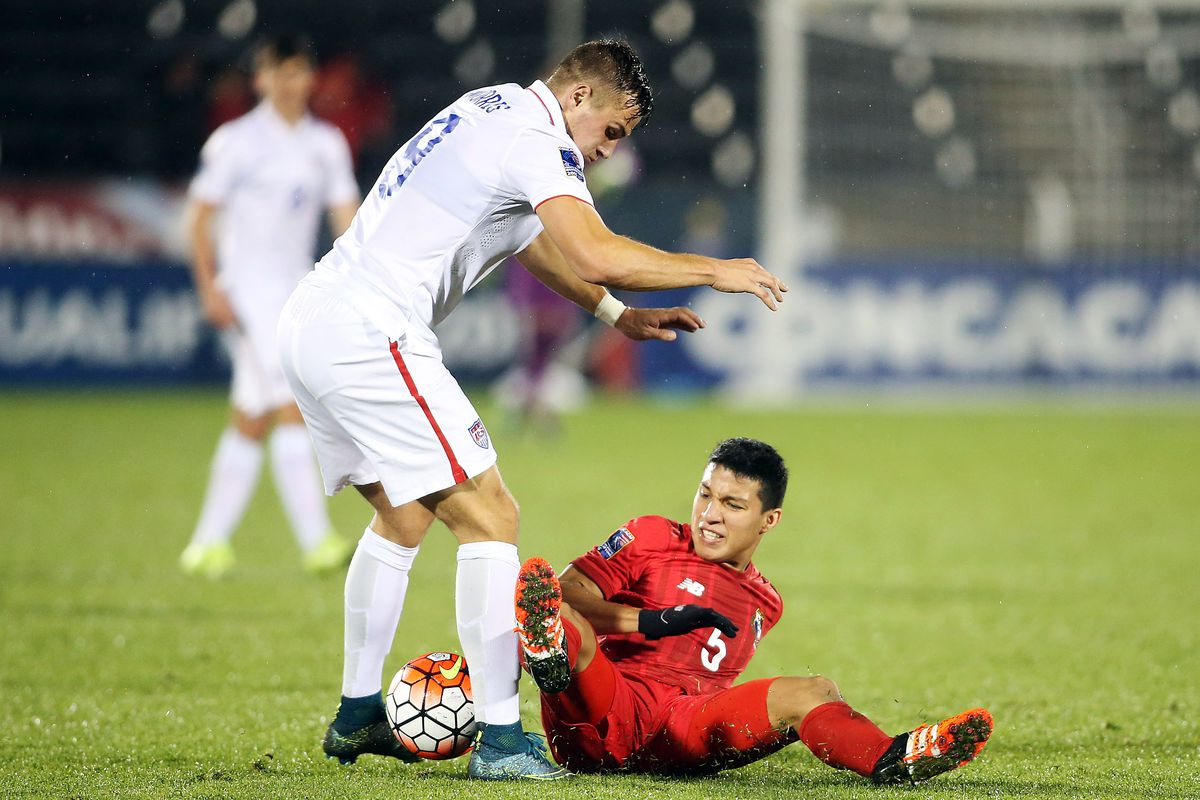 Panama midfielder Pedro Jeanine (5) slides to kick the ball away from USA forward Jordan Morris (9) on October 6th, 2015.