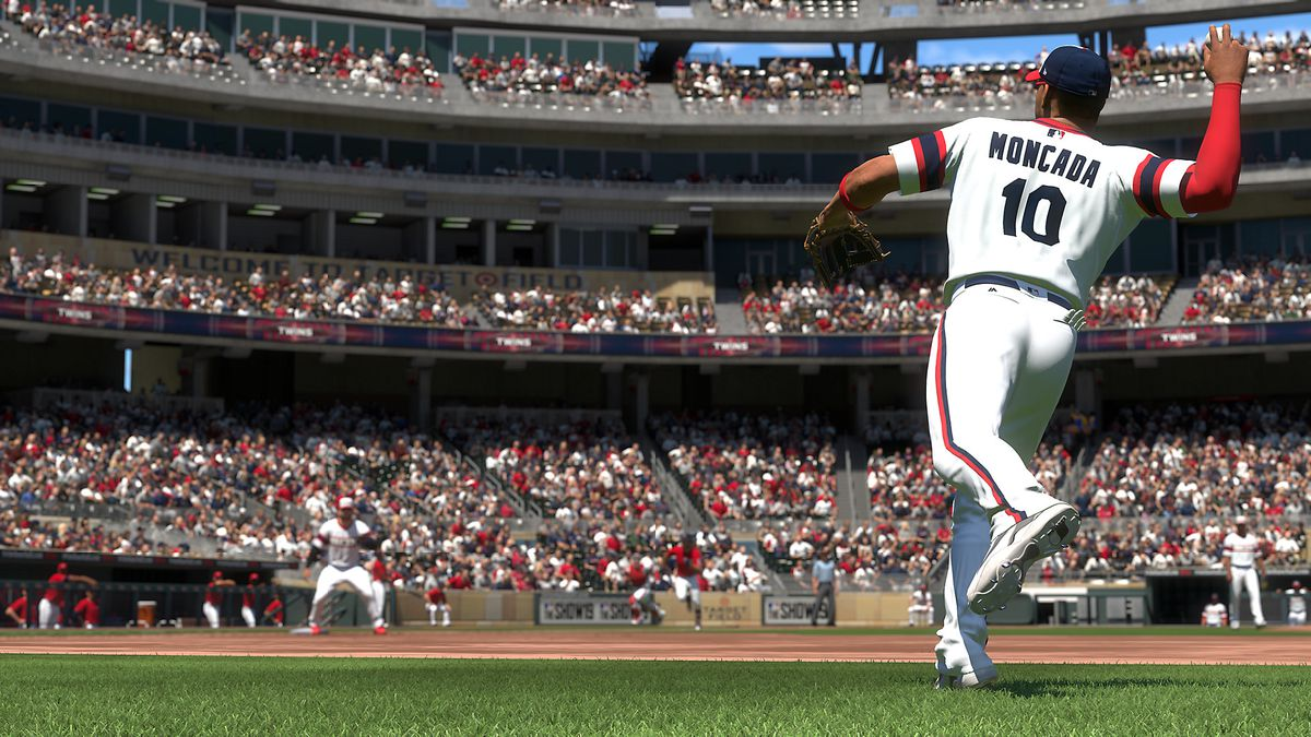 MLB The Show 19 - Yoan Moncada throwing to first