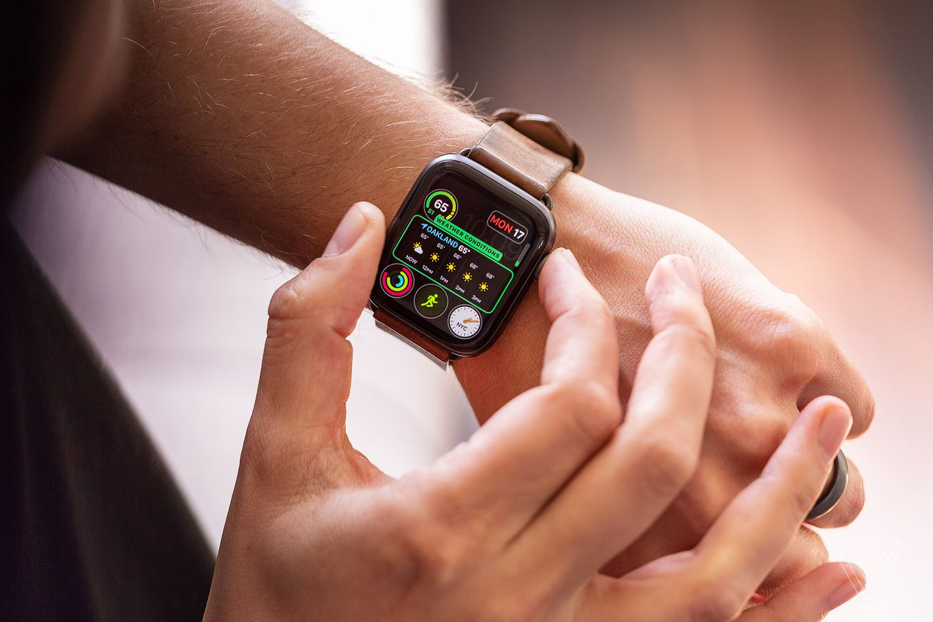 apple pulls watchos 5 1 update after reports of bricked devices